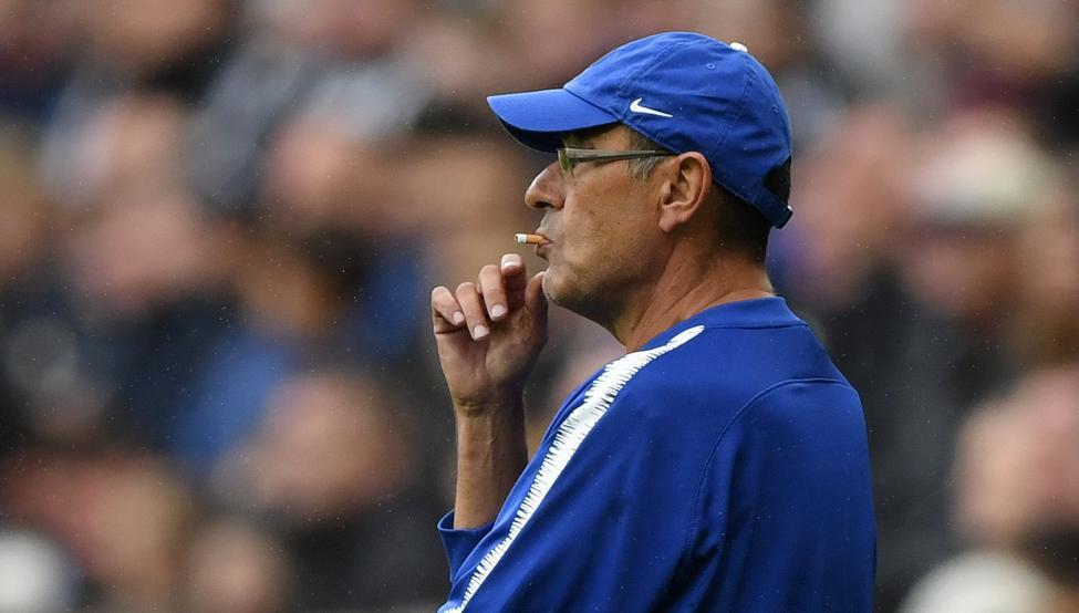 """El curioso truco que le permite a Maurizio Sarri """"fumar"""" en la Premier League"""