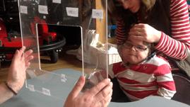 Niño con parálisis cerebral escribe libro
