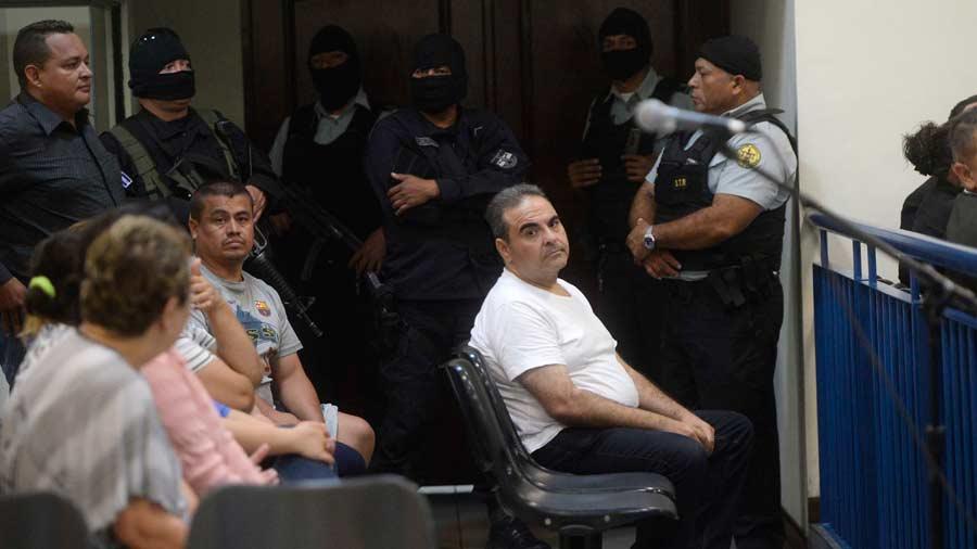 Expresidente de El Salvador se declara culpable de desviación de fondos