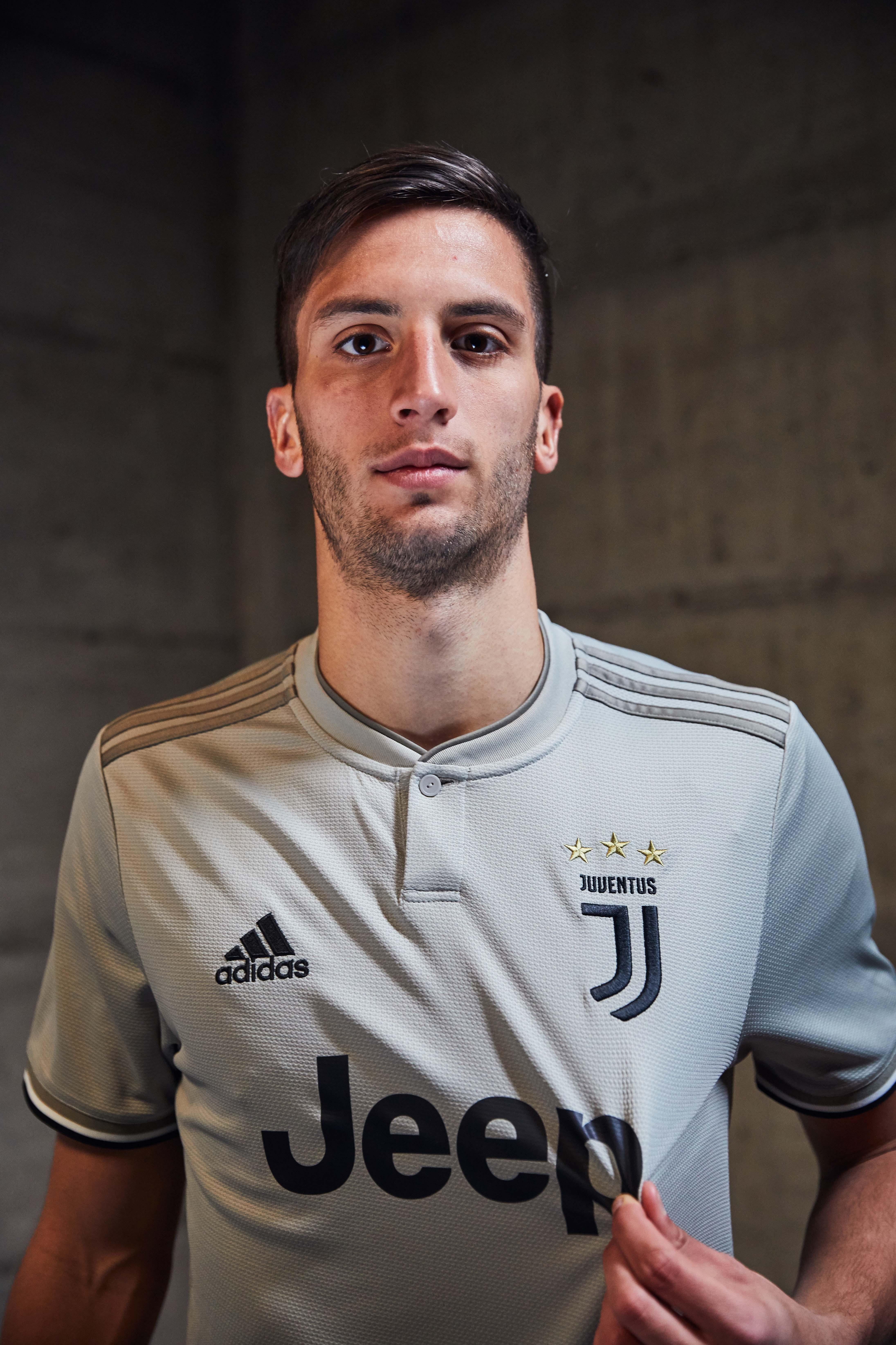 ¡De gala! Juventus presentó su nuevo uniforme de visitante para Serie A