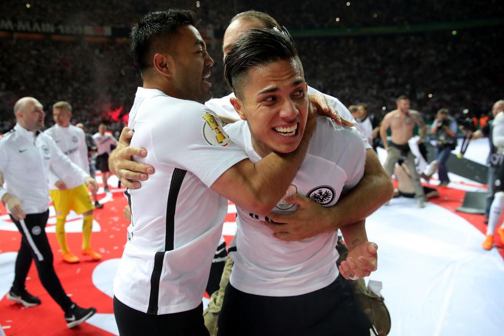 Carlos Salcedo reportó con el Frankfurt y prepara la Supercopa de Alemania