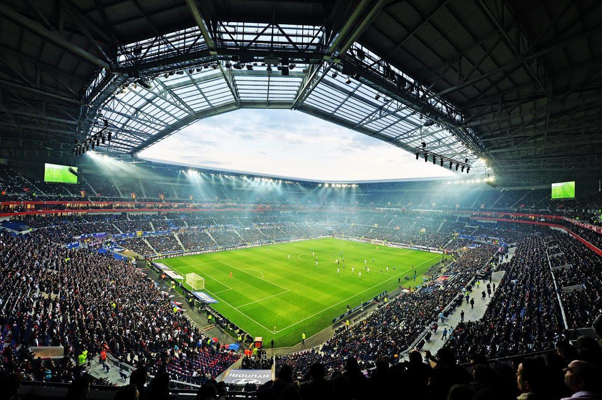 UEFA condena al Lyon por culpa de su afición