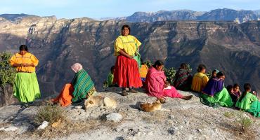 Mexicanos piensan que los indígenas son pobres debido a su cultura