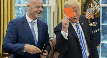 ¡Expulsado! Donald Trump 'le saca' tarjeta roja al Presidente de FIFA