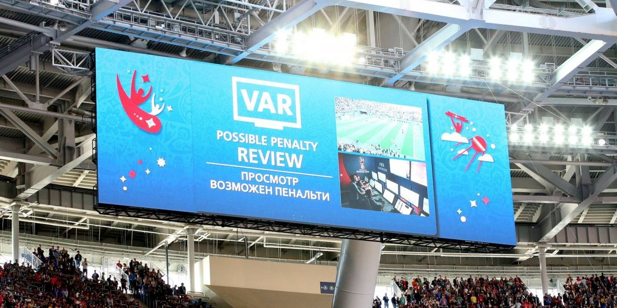 El VAR podría llegar a la Champions League en los Cuartos de Final
