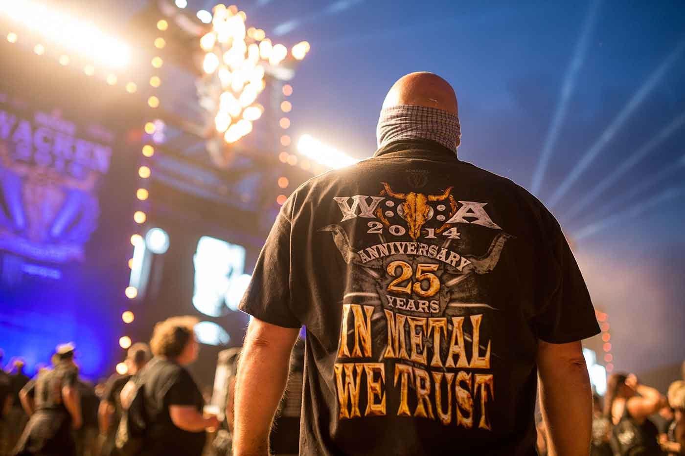 Viejitos se escapan a festival de heavy metal