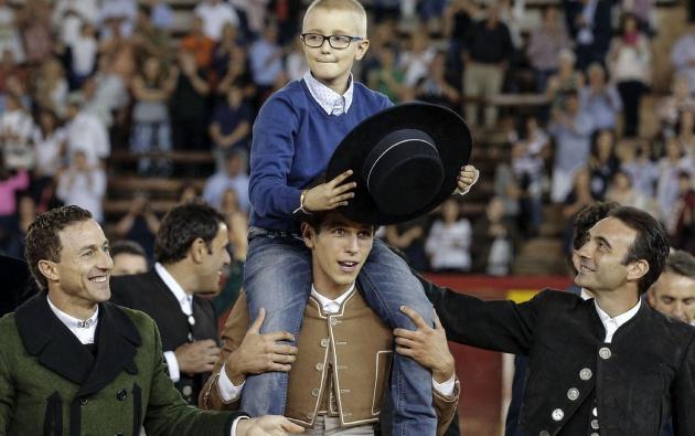 Homenaje al niño Adrián Hinojosa, España