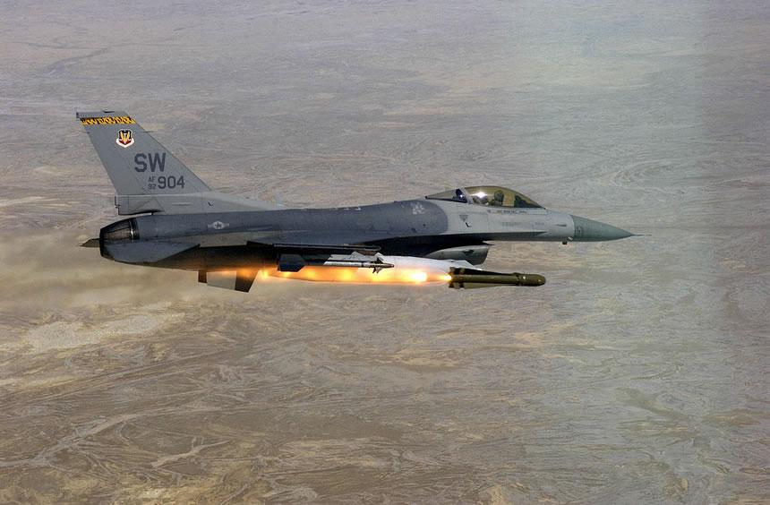 Piloto de guerra te hace sentir lo que es volar en un caza F-16 Viper en vídeo