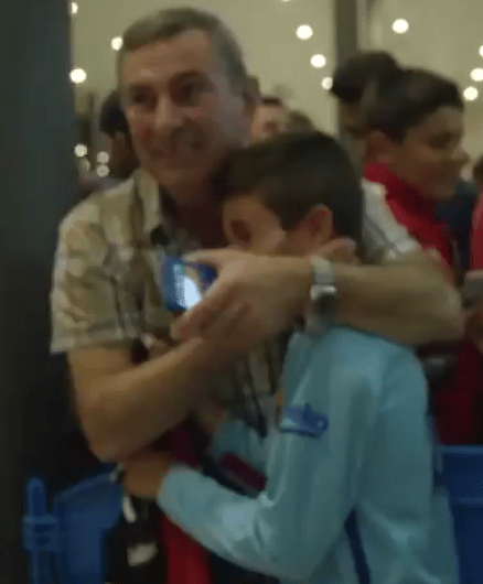 Niño rompe en llanto al conocer a Messi