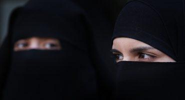 Entre protestas, entra en vigor la prohibición de burqas y niqabs en Dinamarca