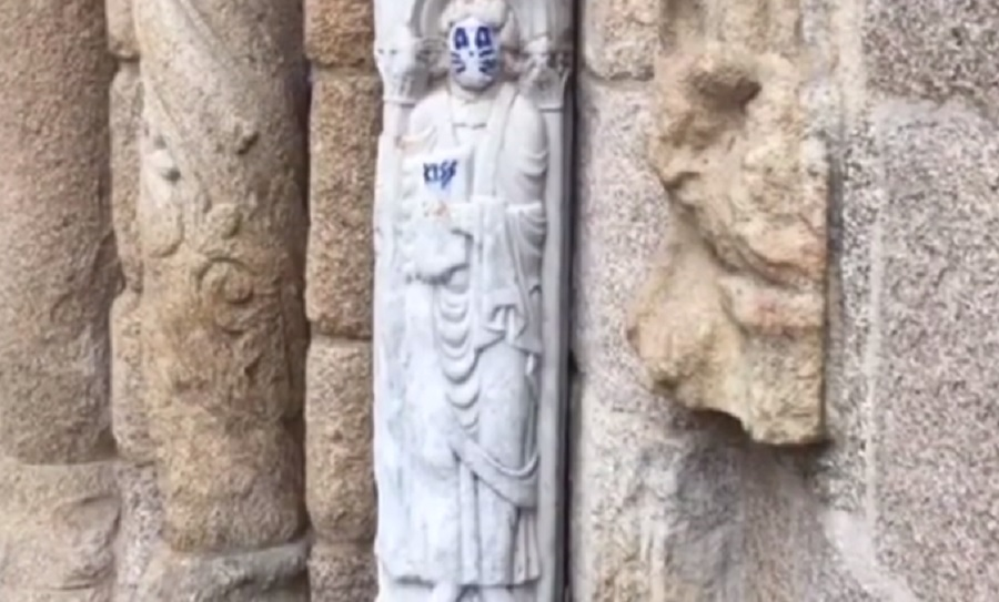 Vandalizan escultura en Catedral de Santiago