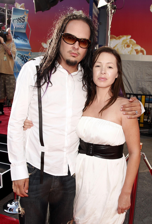 Muere Deven Davis esposa de vocalista de Korn