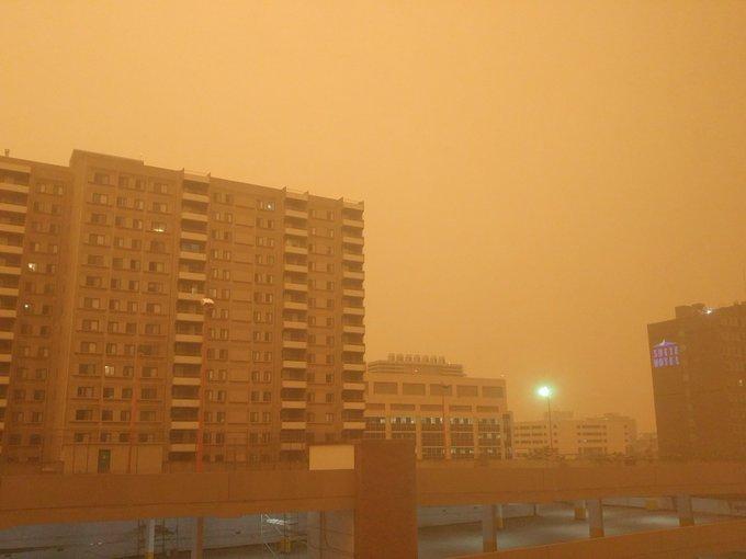 En imágenes: Por incendios forestales, Edmonton amaneció cubierto de humo naranja