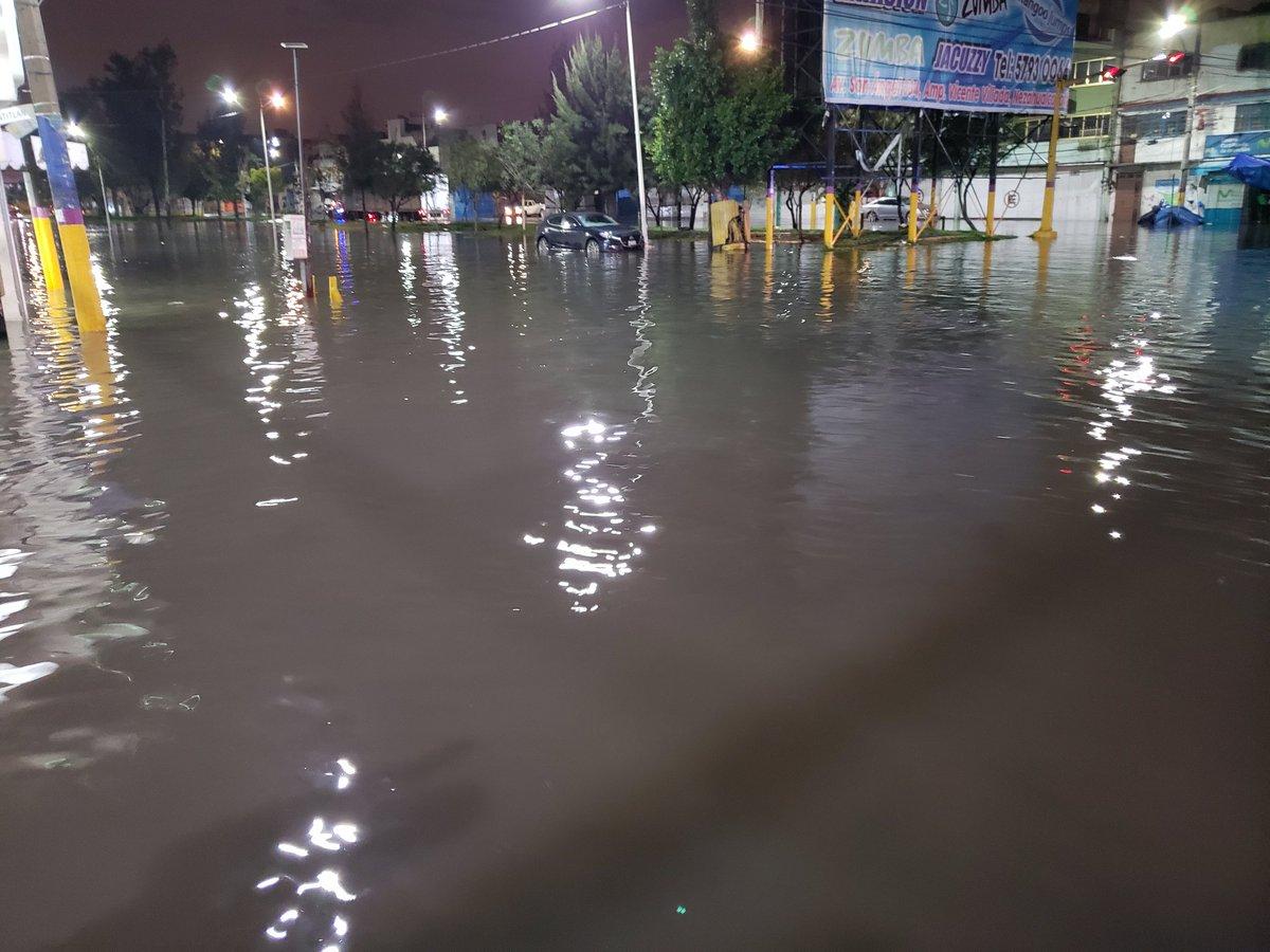 Inundaciones en Valle de México - Nezahualcoyotl. Av. Pantitlan y Av. Vicente Villada