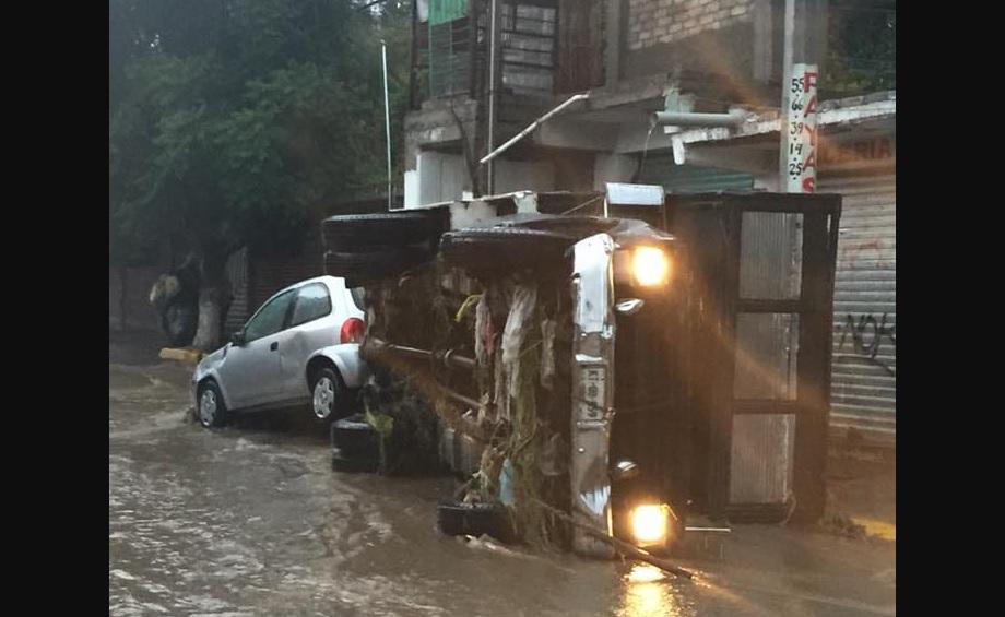 Debido a las fuertes #Lluvias en el Municipio de Chimalhuacan, estas dejaron a su paso #Inundaciones.