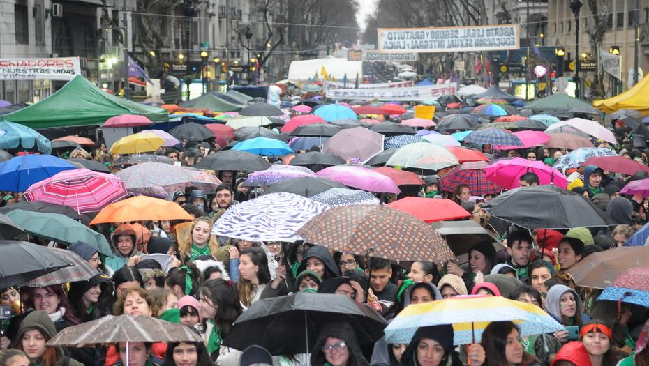 Movilización en Argentina,previo a votación en el Senado para decidir proyecto de legalización del aborto