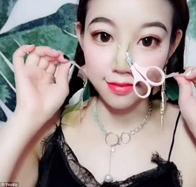 Esta chica lleva la transformación con maquillaje a otro nivel