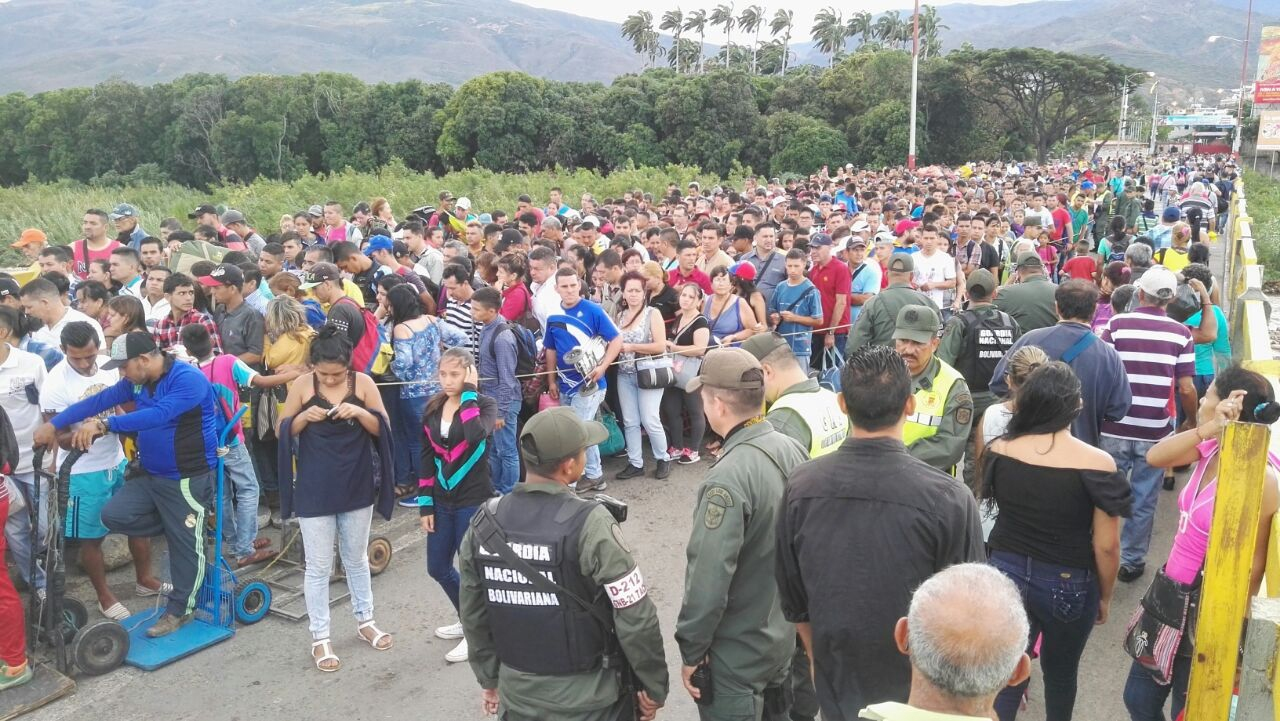 Ahora los venezolanos deberán presentar su pasaporte para entrar a Ecuador
