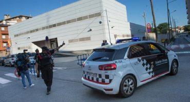 Cornellà: Mossos abaten a sujeto armado que entró a comisaría gritando