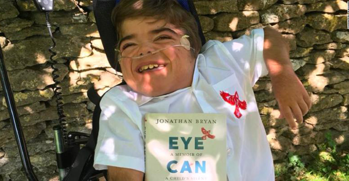 Con parálisis cerebral, este pequeño escribió un libro con ayuda de Inteligencia Artificial