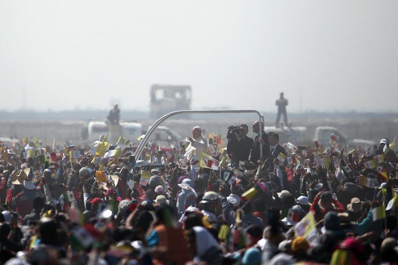 ¡Págame, Bergoglio! Como el gobierno no cumplió, empresa de Ecatepec le cobra al Papa