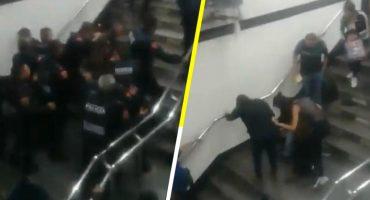 Más de una decena de policías golpean a un usuario del metro