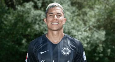 Carlos Salcedo abandona la concentración del Eintracht Frankfurt