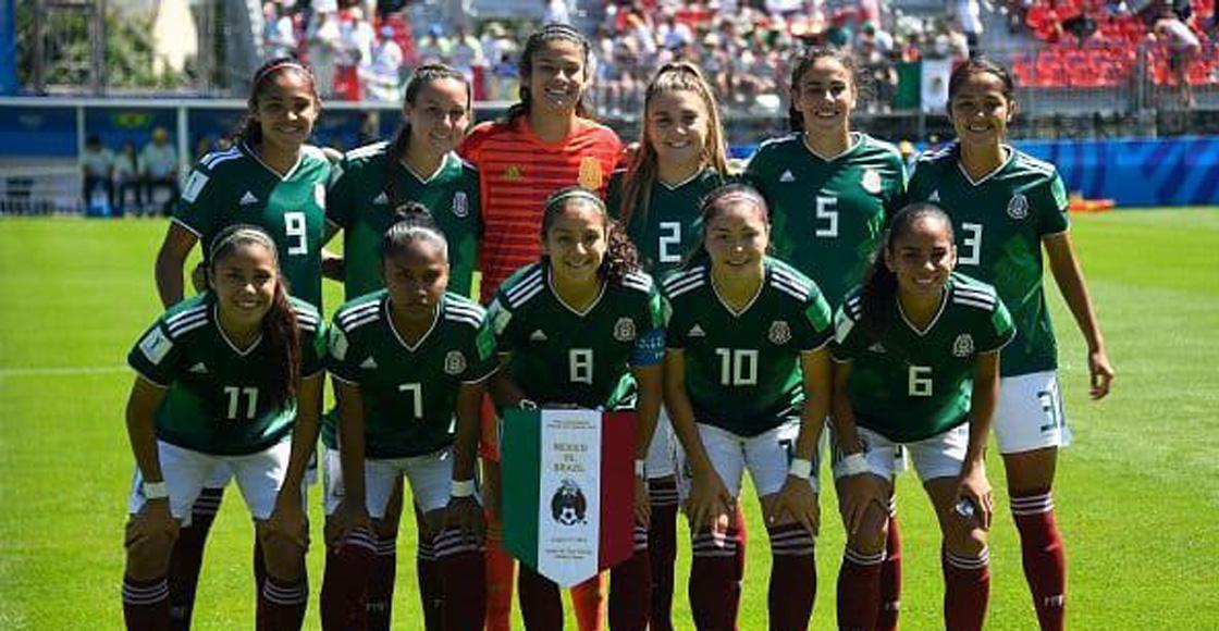 Jacqueline Ovalle, recibe distinción de jugadora del partido ante Brasil