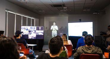Como holograma, profesor del Tec de Monterrey dio clase en 5 campus a la vez