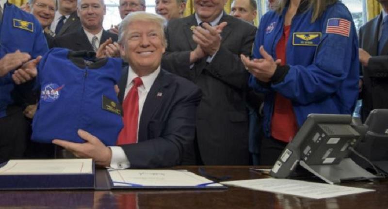 Trump planea crear una Fuerza Espacial