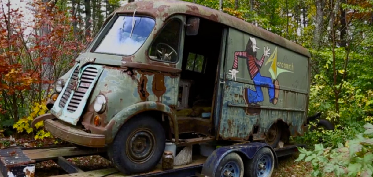 Encuentran en un bosque la camioneta de tour que Aerosmith usaba en 1964
