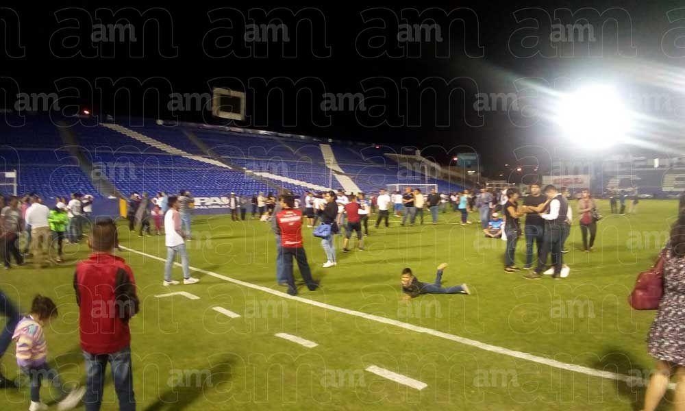 Balacera, petardos y disturbios, esto pasó a fuera del Estadio del Celaya