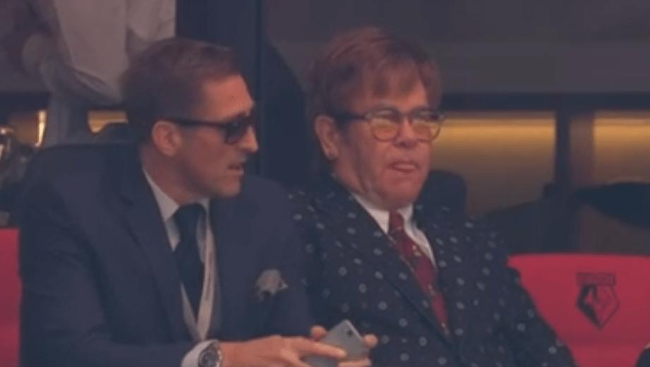 El día que Elton John cambió la música por el futbol para salvar al Watford