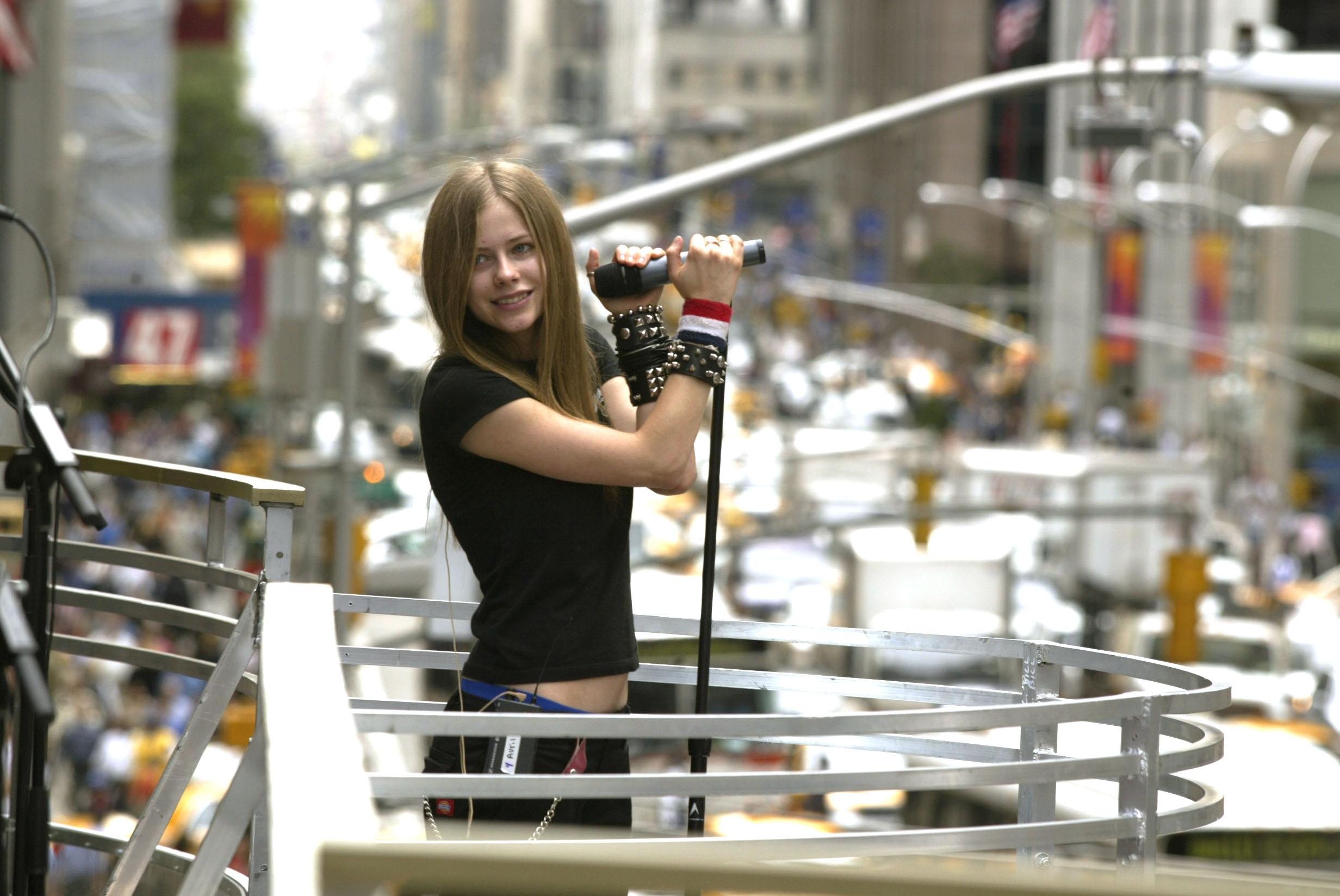 Avril Lavigne se abre con sus fans y anuncia su regreso a la música