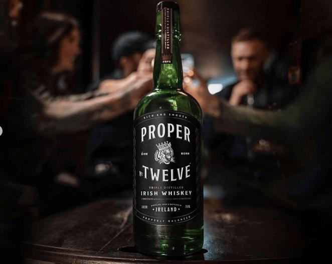 Conor McGregor lanza su whisky previo a su combate en UFC 229