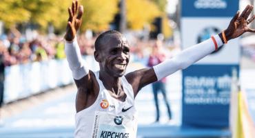 Así festeja Nike a Eliud Kipchoge: El hombre que venció la luz