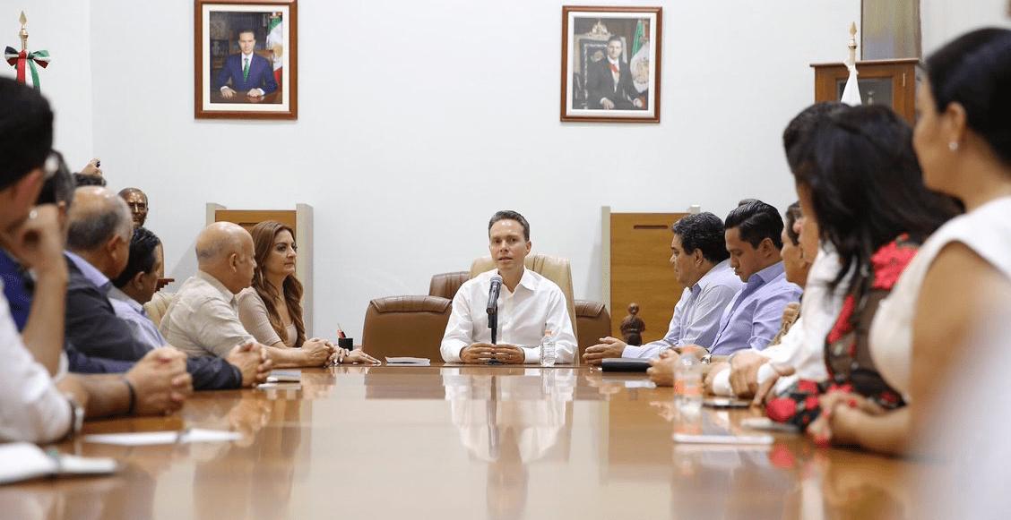 'Lo más fácil hubiera sido no pedir esa licencia', dice Velasco tras polémica