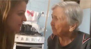 Abuelita con Alzheimer recuerda a su nieta y le dice que la ama 