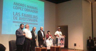 AMLO promete crear la Comisión de la Verdad para los 43 de Ayotzinapa