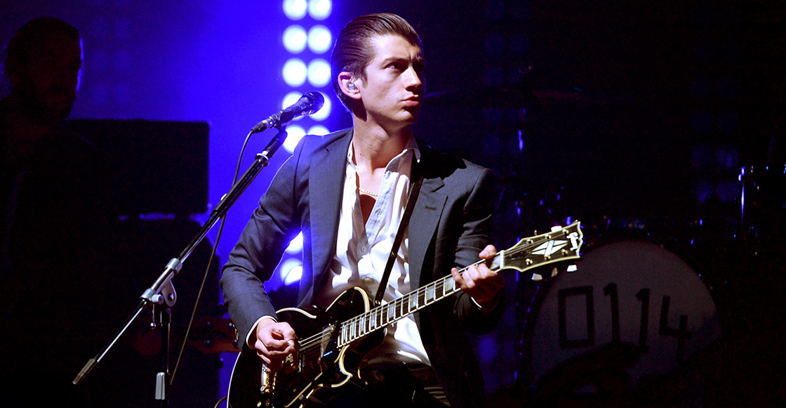 "Arctic Monkeys toca por primera vez en cuatro años ""Dancing Shoes"""