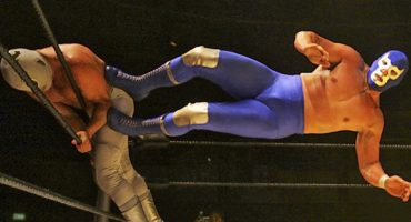 ¡Tope Ciego! Habrán películas y series sobre la vida de Blue Demon Jr.