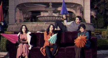 ¡El elenco de La Casa de las Flores recrea el intro de Friends!