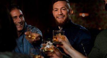 Conor McGregor lanza su whiskey previo a su combate en UFC 229