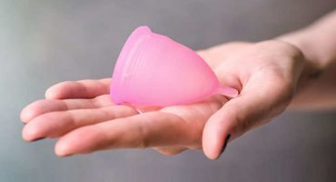 ¿Incongruencia? Crean copa menstrual desechable y le llueven críticas