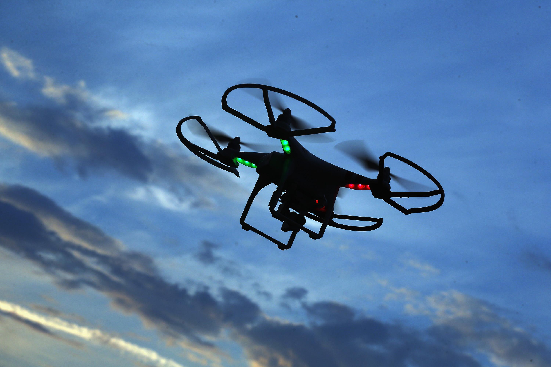 El ejército de EUA prepara drones que se recarguen con rayos láser