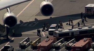 """Avión de Emirates aislado: 100 pasajeros """"se sintieron mal"""", aerolínea asegura que sólo fueron 10"""