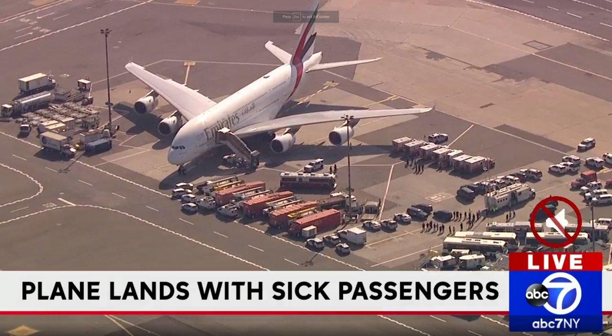 En avión de Emirates 100 pasajeros comenzaron a sentirse mal.