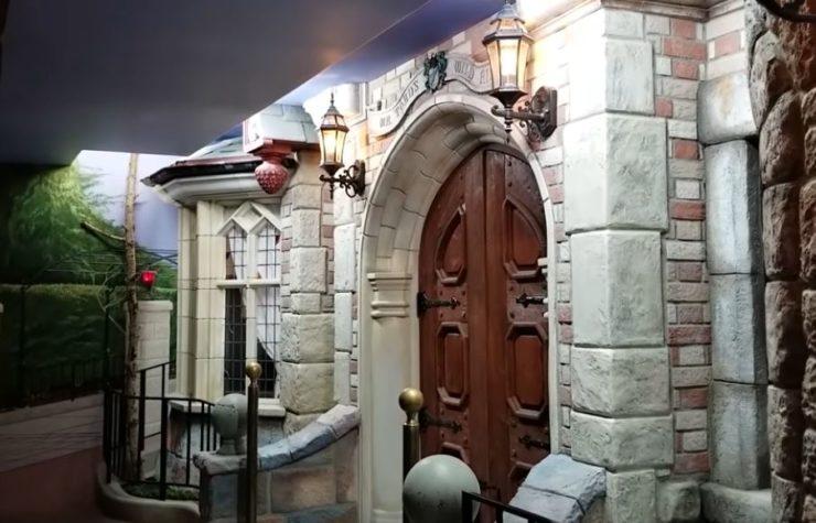 Fan nivel: Recrea un parque de Disneyland en el sótano de su casa