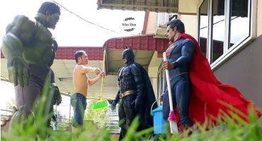 Este genio se toma fotos increíbles con figuras de superhéroes