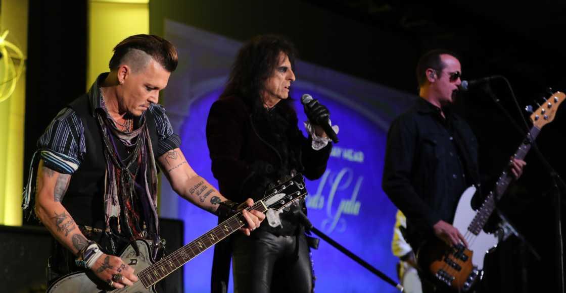 Johnny Depp y su banda Hollywood Vampires coverean